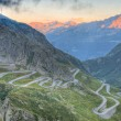 Old road with tight serpentines bends  of the St. Gotthard pass — Stok fotoğraf