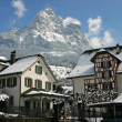 Historic houses of Schwyz with mountain Mythen in the back snow — Stock Photo