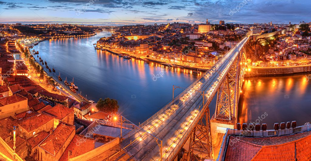 Panorama of lighted  famous bridge Ponte dom Luis above  Old town Porto and  river Duoro at night, Portugal   — Stok fotoğraf #6591125