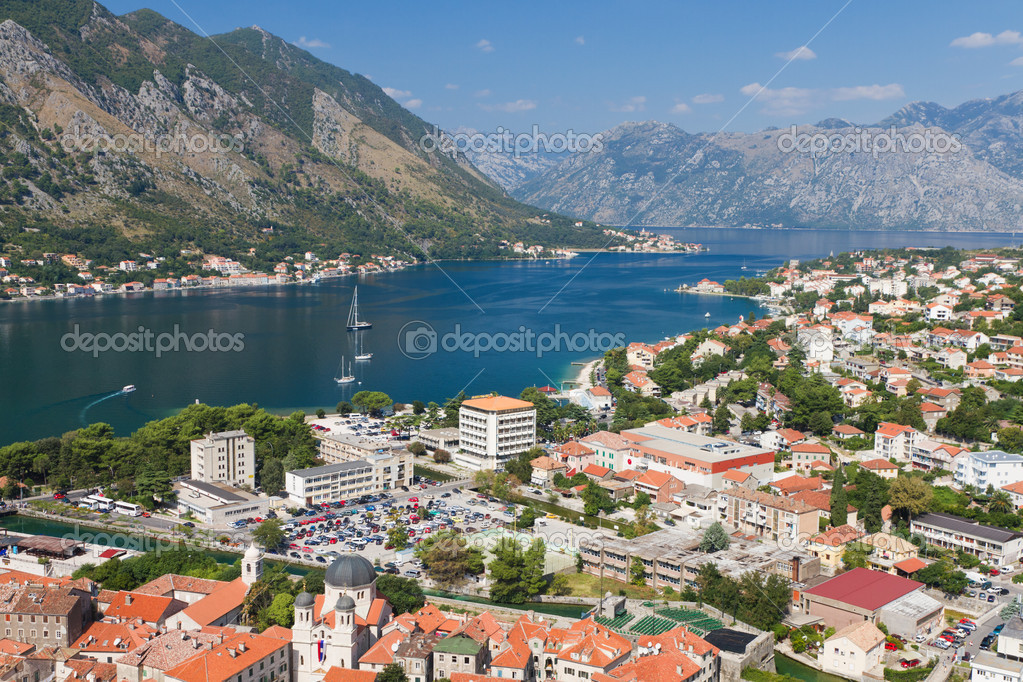 Historic town of Kotor in UNESCO World Heritage Site bay of Kotor with high mountains plunge into adriatic sea, Montenegro — Stock Photo #6677782