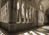 Cloister of franciscan monastery in Dubrovnik, Croatia, black and white — Stock Photo