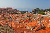 Sui tetti della vecchia dubrovnik, croazia — Foto Stock
