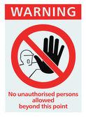 没有访问未经授权的人的三角形标志独立 — 图库照片