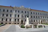 Zabytkowy budynek w pecs, węgry — Zdjęcie stockowe