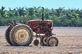 Vecchio trattore arrugginito — Foto Stock