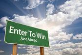 Enter om te winnen van groene verkeersbord — Stockfoto