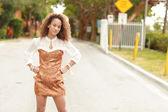 Vrouw in modieuze kleding — Stockfoto