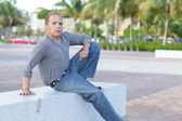 Mature adult sitting on a park bench — Stock Photo