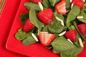 Çilekli ıspanak salatası — Stok fotoğraf
