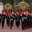 Queens guards marching and playing music - Foto Stock