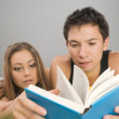 Young couple reading — Stock Photo