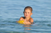 Boy on the beach playing with ball — Stock Photo