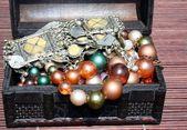 Treasure chest and jewelry — Stock Photo