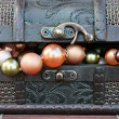 Beautiful necklace and treasure chest — Stock Photo