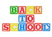 Alfabe bloklarında yazılı okula dönüş — Stok fotoğraf