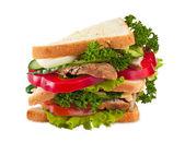 Grote sandwich geïsoleerd op wit — Stockfoto