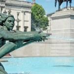 Water fountain trafalgar square london — Stock Photo