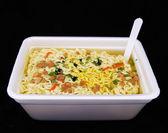 Comida rápida sin cocinar fideos con tenedor — Foto de Stock