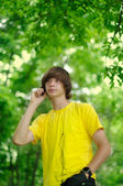 Man on phone in park — Stock Photo