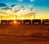 Nákladní vlak kolem — Stock fotografie
