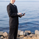 Caucasian businessman with laptop — Stock Photo #5567833