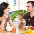 Couple eating breakfast — Stockfoto