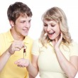 Young couple holding a set of keys — Stock Photo #5568162