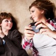 Teenagers texting — Stockfoto