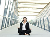 Black businesswoman meditating — Stock Photo