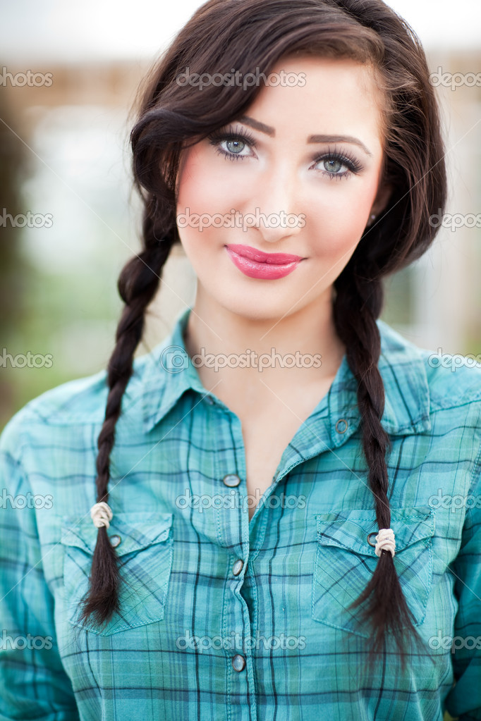 A portrait of a beautiful caucasian woman — Stock Photo #5653880