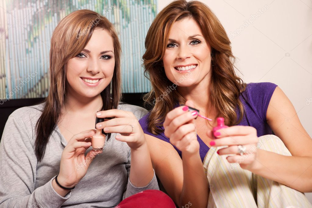 A shot of a mother spending time with her teenage daughter — Stock Photo #5654412