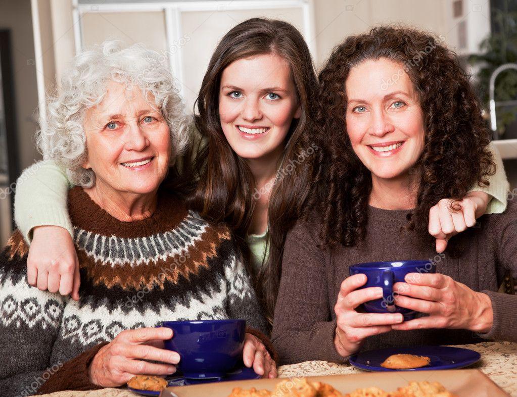 Фото бабушек и мам 24 фотография