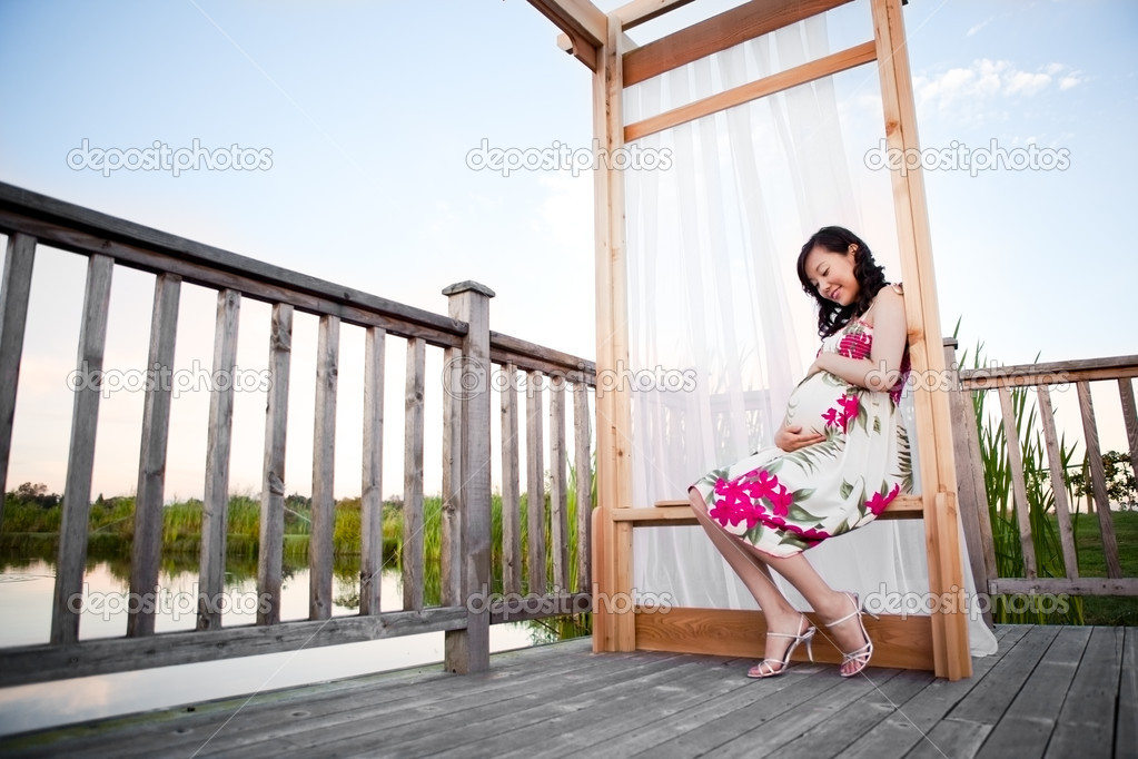 A portrait of a pregnant asian woman outdoor — Stock Photo #5655510