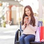 Shopping woman drinking coffee — Stock Photo