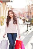 Asiatische frau einkaufen — Stockfoto
