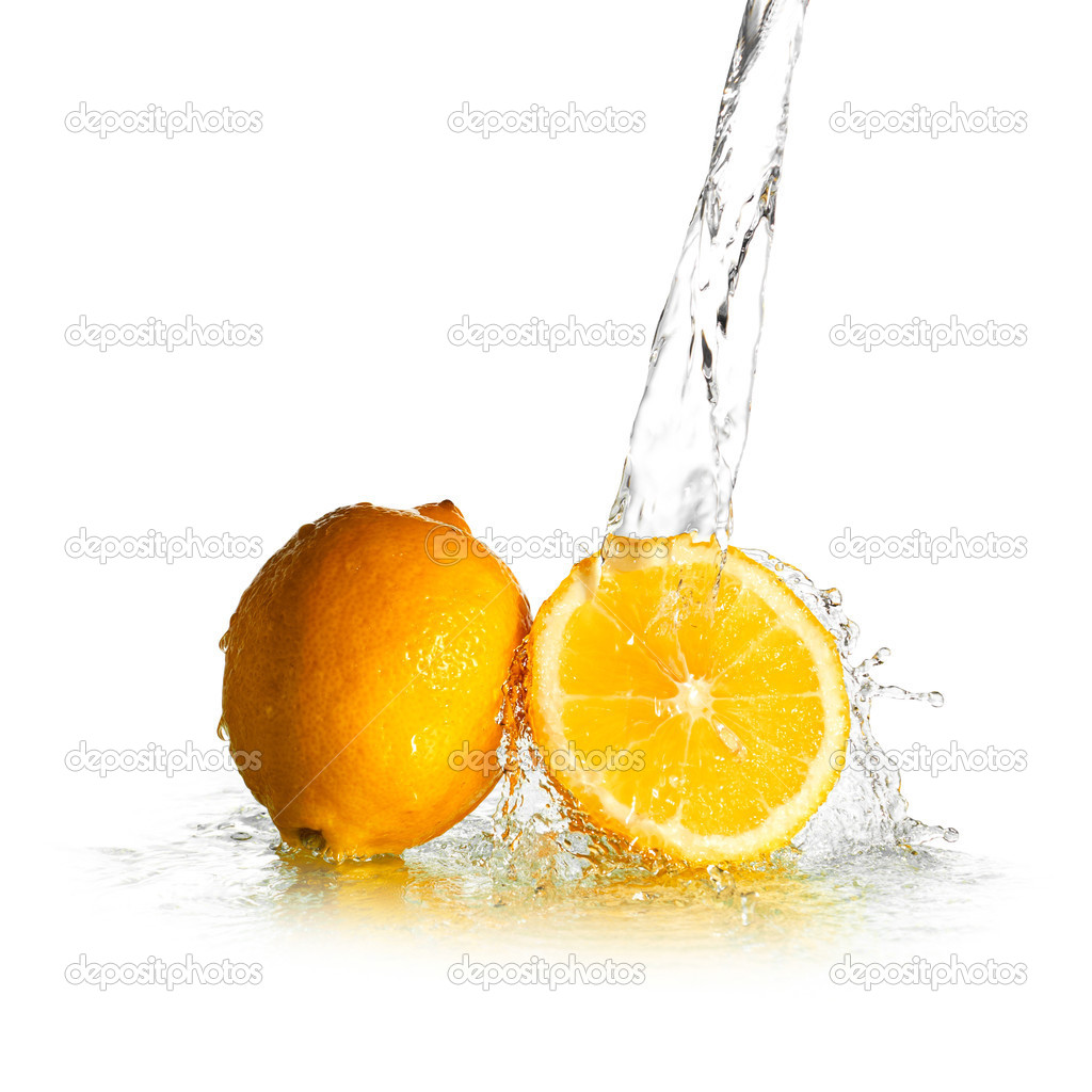 Water splash on lemon isolated on white — Stock Photo #5636025