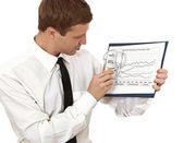 Giovane uomo tiene un clipboard — Foto Stock