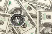 Dollars en kompas. — Stockfoto