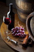 Red wine on old table — Stock Photo