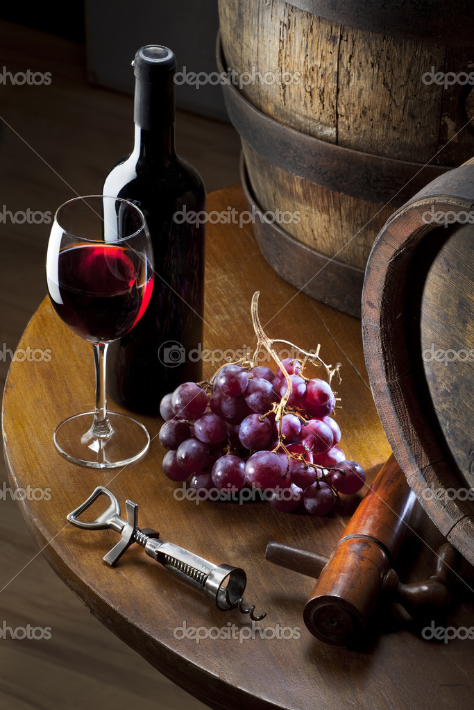 Still life wiht red wine and old barrel on table — Stockfoto #6598082