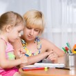 Mom with a child draws — Stock Photo