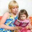 Mother child reading a book — Stock Photo #5910199