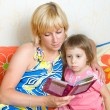 Mother child reading a book — Stock Photo #5910726