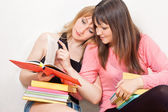 Girls reading books — Stockfoto