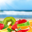 fruits sur une plage — Photo