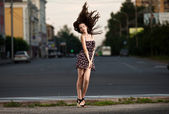 Young beautiful woman in the city — Stock Photo