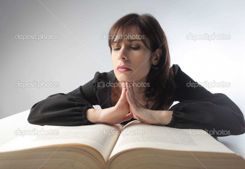 Young woman studying a thick big book — Stock Photo #5757983