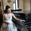 Bride and piano — Stock Photo