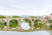 Romanesque bridge over river Arga, Puente La Reina, Road to Sant — Stock Photo