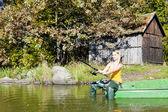 Mujer pesca en barco — Foto de Stock